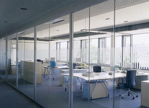 Nhược điểm của vách ngăn văn phòng bằng kính cường lực