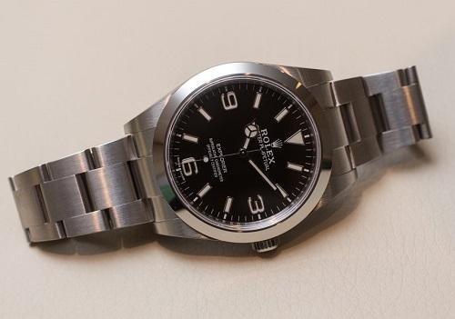 Khám phá chi tiết ấn tượng siêu phẩm đồng hồ Rolex Explorer I214270 39 mm (2)