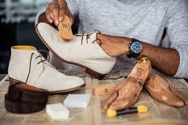 Bảo quản giày da lộn nâng chiều cao cho mùa mưa.